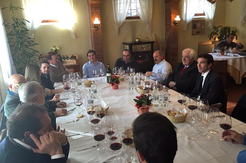 Vino, pranzo con i grandi esperti italiani a confronto  - L
